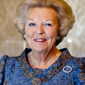 Her Majesty Queen Beatrix of the Netherlands Attends a Gala Performance at the Koninklijk Theater Carré. (VIDEO)
