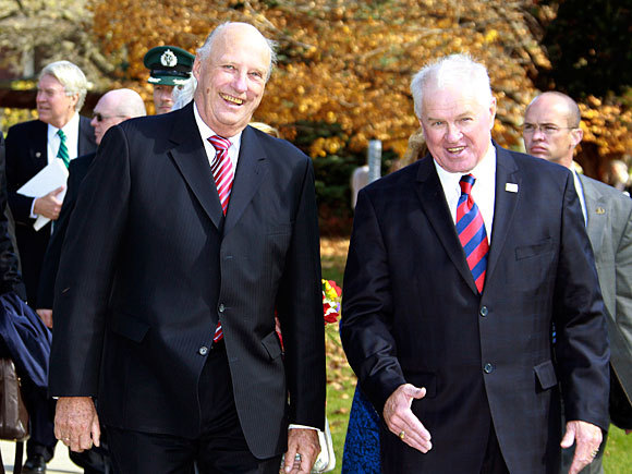 King And Queen Of Norway http://royalcorrespondent.com/2011/10/13/their-majesties-king-harald-and-queen-sonja-of-norway-visit-luther-college-in-decorah-iowa/