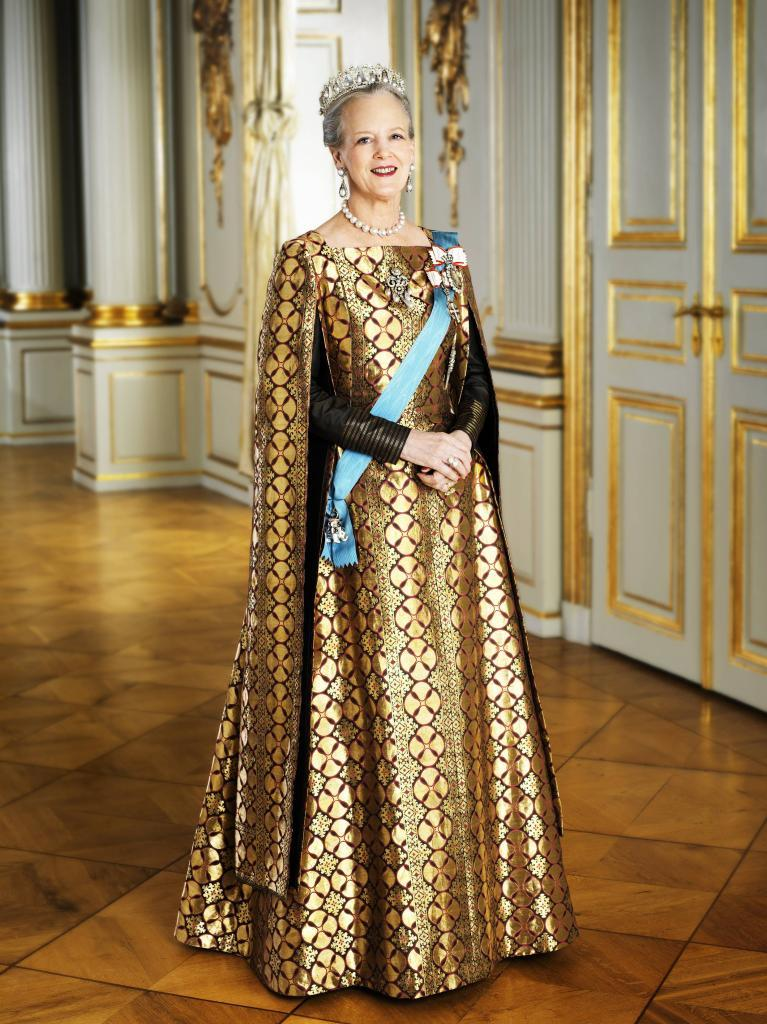 Pics photos king throne chair - Her Majesty Queen Margrethe Ii Of Denmark Delivers Her
