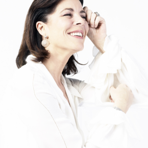 (VIDEO) HRH Princess Caroline of Hanover Views an Exhibition at the Galerie Adriano Ribolzi.