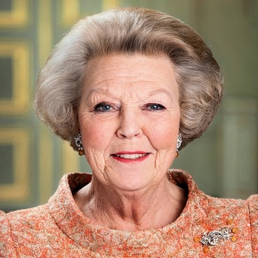 Her Majesty Queen Beatrix of the Netherlands Officially Opens the Cultuur Kwartier Sneek. (VIDEO)