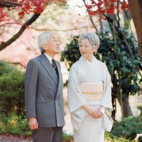 Tennis Time for the Emperor and Empress of Japan. (VIDEO)