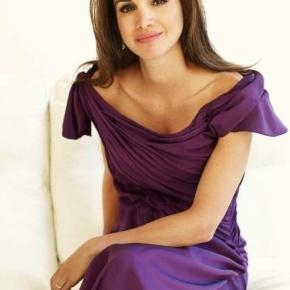 Her Majesty Queen Rania of Jordan Receives an Award.(VIDEO)