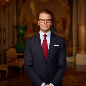 HRH Prince Daniel of Sweden Visits a School in Bunkeflostrand. (VIDEO)