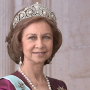 (VIDEO) Queen Sofia of Spain Receives an Award.
