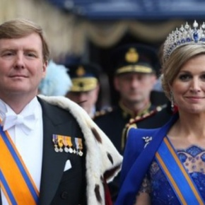 Their Majesties King Willem-Alexander and Queen Maxima of the Netherlands Attend a Remembrance Ceremony in Amsterdam. (VIDEOS)