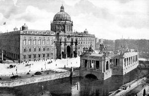 800px-Berlin_Nationaldenkmal_Kaiser_Wilhelm_mit_Schloss_1900