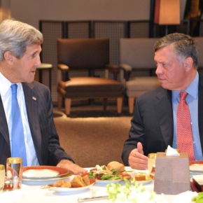 His Majesty King Abdullah II of Jordan Holds a Meeting with the United States Secretary of State, Mr. John Kerry. (VIDEO)