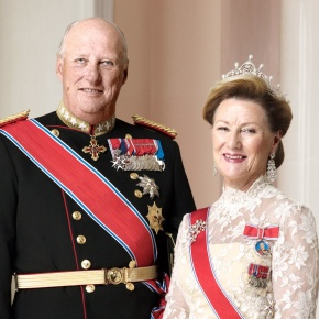 Their Majesties King Harald V and Queen Sonja of Norway Attend the Opening of a New Exhibition.(VIDEOS)