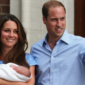 TRHs The Duke and Duchess of Cambridge Introduce Their Little Prince. (VIDEOS)