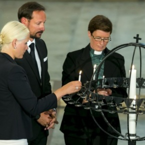 TRHs Crown Prince Haakon and Crown Princess Mette-Marit of Norway Attend a Memorial Service in Oslo. (VIDEOS)