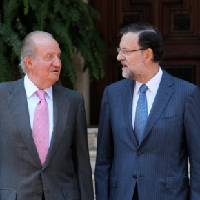 His Majesty King Juan Carlos I of Spain Meets With Prime Minister Mariano Rajoy in Mallorca. (VIDEO)