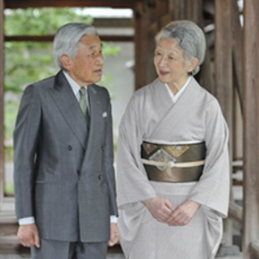 Their Imperial Majesties Emperor Akihito and Empress Michiko of Japan Visit the Tomb of the late Emperor Shōwa. (VIDEO)