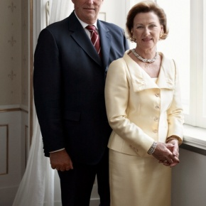 Their Majesties King Harald V and Queen Sonja of Norway Visit Flatanger. (VIDEOS)