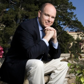 (VIDEO) HSH Prince Albert II of Monaco Attends an Unveiling.