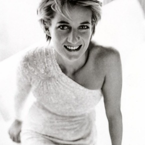 """""""Fairytale Dresses"""" of the Late, Diana Princess of Wales to be Auctioned.(VIDEO)"""