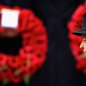 HM Queen Elizabeth II Leads Remembrance Sunday Service at the Cenotaph. (VIDEOS)