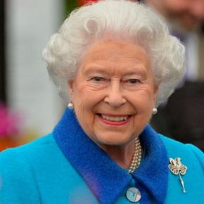 (VIDEO) Members of the British Royal Family Attend the 2015 RHS Chelsea Flower Show.