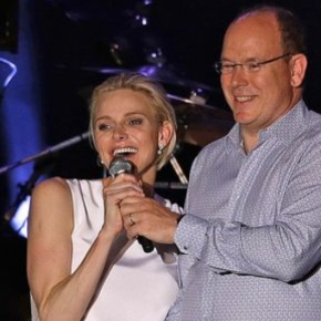 (VIDEO) TSHs Prince Albert II and Princess Charlene of Monaco Attend a Concert.