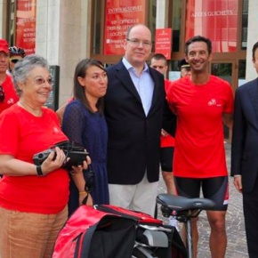 (VIDEO) HSH Prince Albert II of Monaco Meets Opération Vélo Rouge.