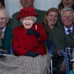 (VIDEO) HM Queen Elizabeth II Attends the 2015 BraemarGathering.