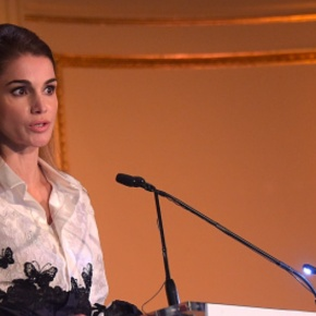(VIDEO) HM Queen Rania of Jordan Receives an Award.