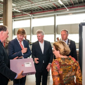 (VIDEO) HM King Willem-Alexander of the Netherlands Opens a Distribution Center.