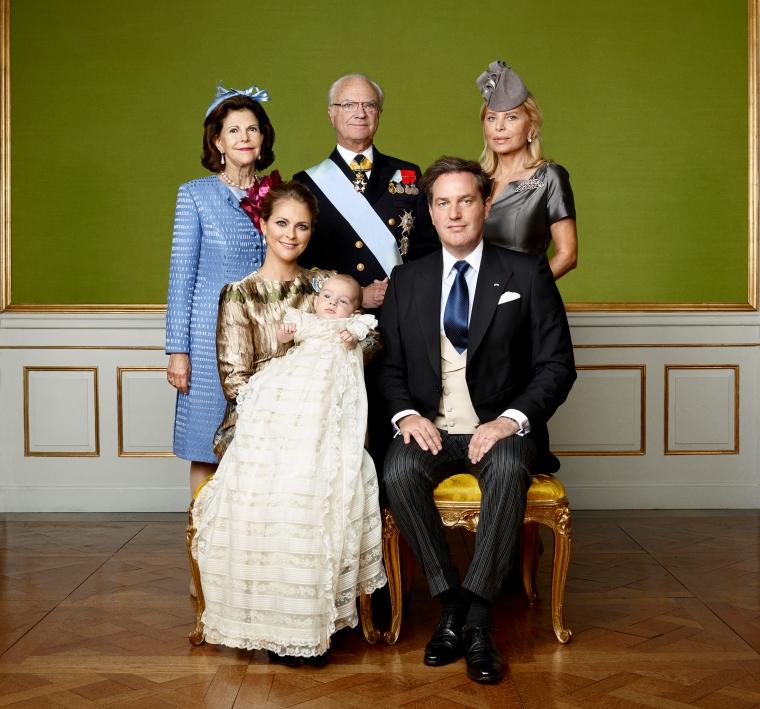 H.K.H. Prins Nicolas dop, Drottningholms Slottskyrka 11 oktober 2015. H.R.H. Prince Nicolas christening in Drottningholm Palace Chapel, October 11, 2015 H.K.H. Prinsessan Madeleine, Mr Christopher O'Neill, H.K.H. Prins Nicolas, H.K.H. Prinsessan Leonore. H.M. Drottning Silvia, H.M. Konung Carl XVI Gustaf, Mrs Eva Maria O'Neill.