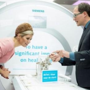 (VIDEOS) HM Queen Maxima of the Netherlands Visits the Radboudumc inNijmegen.