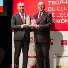(VIDEO) HSH Prince Albert II of Monaco Attends an Award Ceremony.
