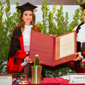 (VIDEO) Her Majesty Queen Rania of Jordan Receives an Honorary Doctorate.