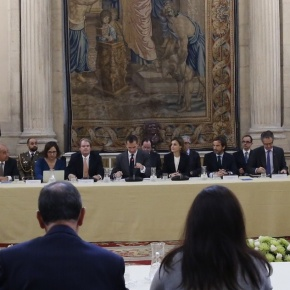(VIDEOS) TMs King Felipe VI and Queen Letizia of Spain Participate in a Meeting inMadrid.
