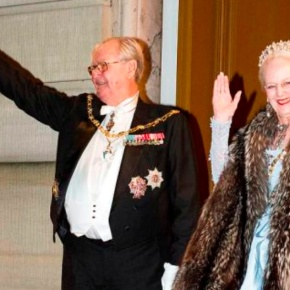 (VIDEO) HM Queen Margrethe II of Denmark Hosts the 2016 Nytårstaffel.